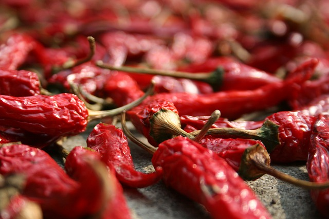Come conservare i peperoncini: consigli per averli piccanti e senza muffe tutto l'anno