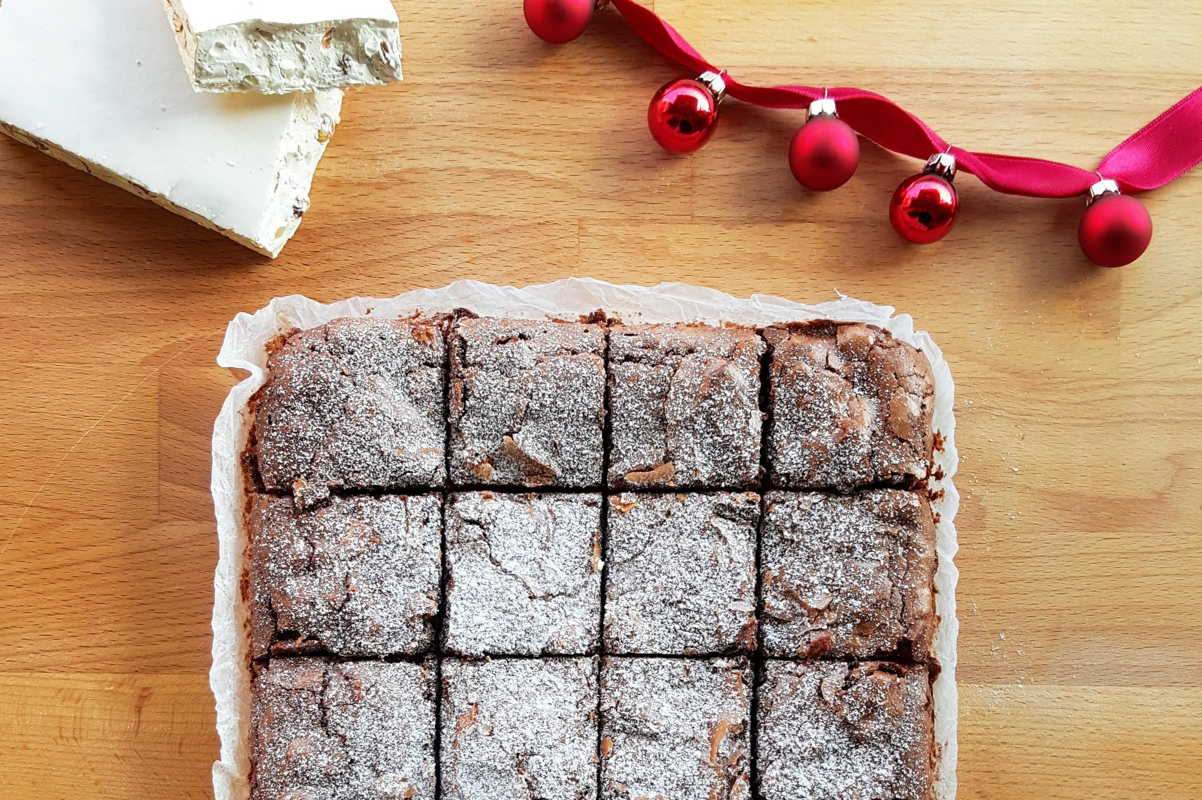 Brownie cioccolato e torrone: una ricetta che profuma di Natale
