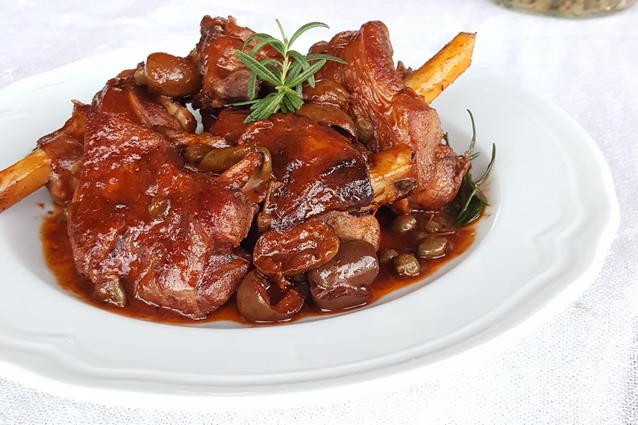 Agnello in umido: la ricetta semplice per il pranzo di Pasqua