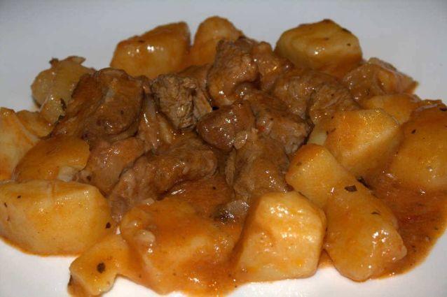 Spezzatino di vitello con patate: la ricetta originale