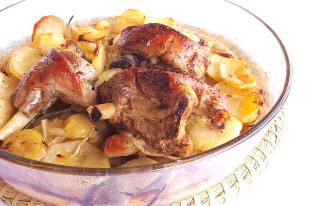 Agnello al forno con patate: la ricetta tradizionale di Pasqua