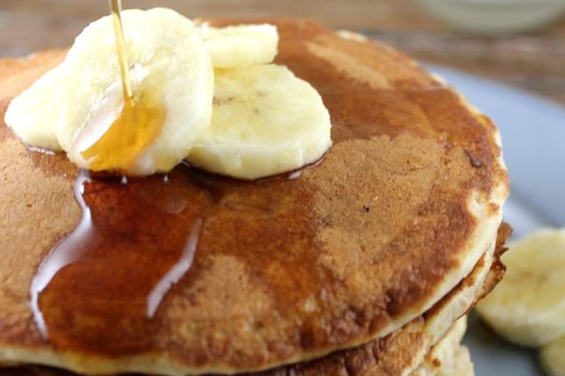Pancakes alla banana: la ricetta per utilizzare le banane troppo mature
