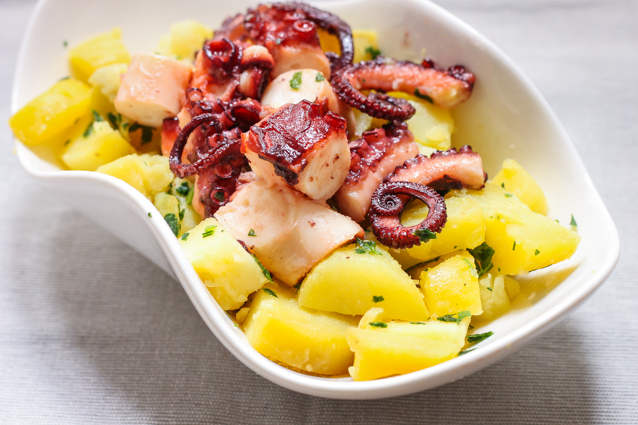 Insalata di polpo e patate: la ricetta estiva e varianti di preparazione