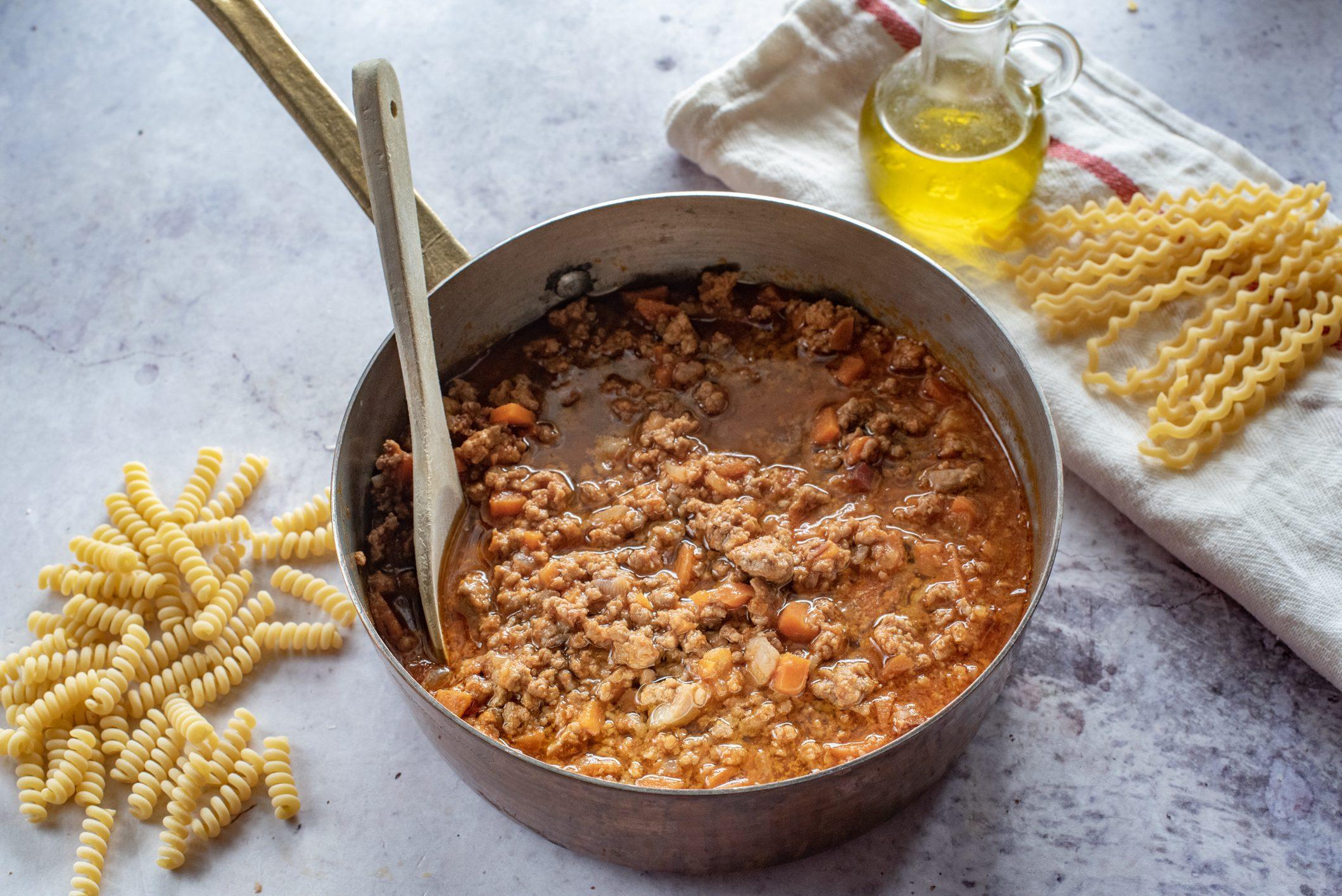 Ragù alla bolognese: la ricetta base spiegata facile