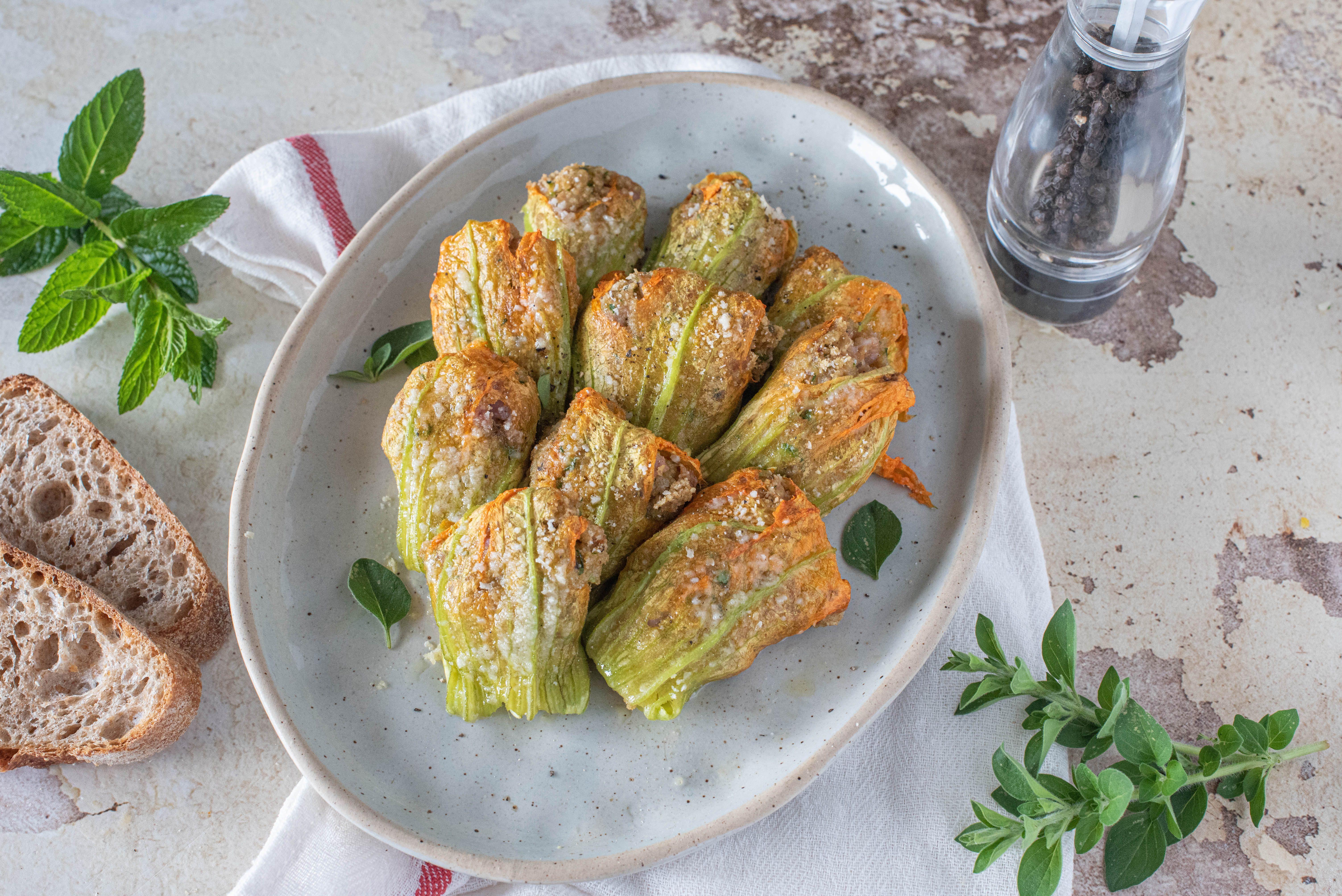 Fiori di zucca ripieni di ricotta: la ricetta del piatto sfizioso e leggero