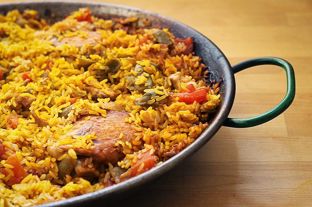 Paella valenciana: la ricetta originale spagnola con carne