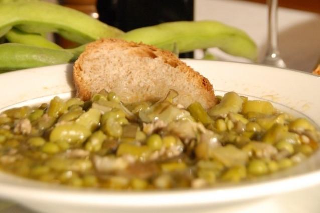 Zuppa di fave: la ricetta dalle origini contadine