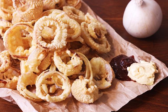 Anelli di cipolla fritti: la ricetta originale degli onion rings
