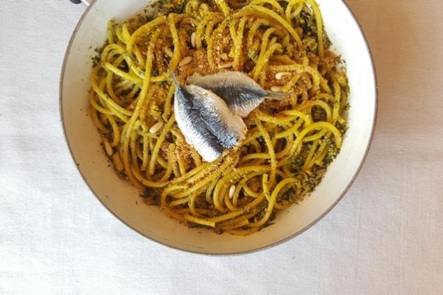 Pasta con le sarde alla siciliana: la ricetta tradizionale semplice da preparare
