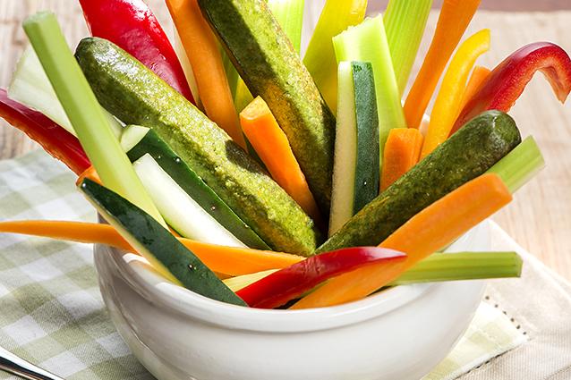 Mix di verdure crude e Würstel