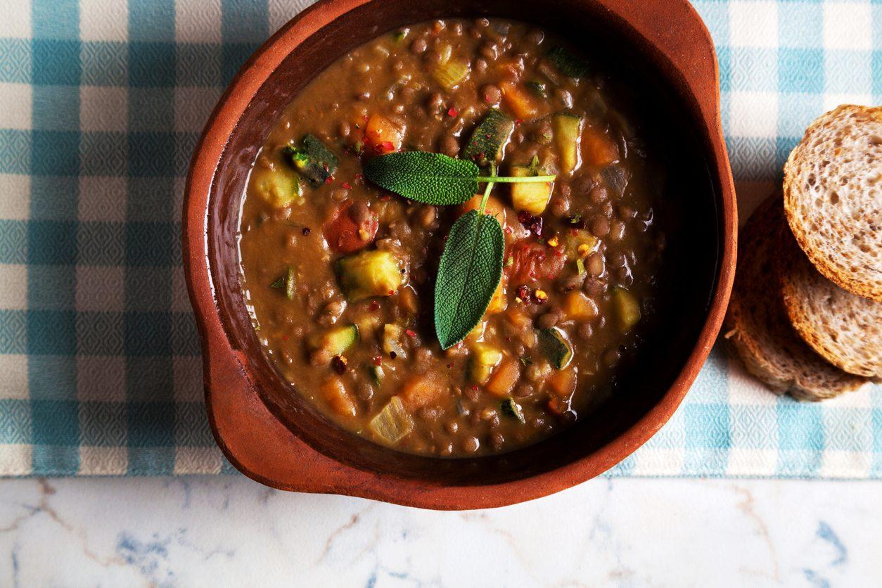 Zuppa di fagioli: la ricetta di un tipico piatto povero italiano