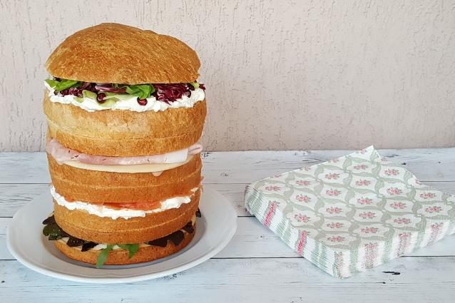 Panettone gastronomico: la ricetta base e le idee per farcirlo