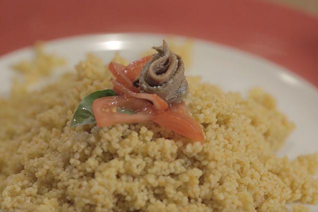 Cous cous mediterraneo: la ricetta con pomodorini e capperi fresca e facile