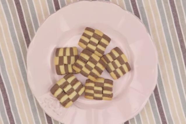 Biscotti a scacchi: la ricetta facile dei biscotti bicolore