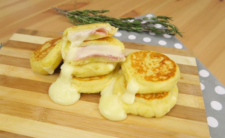 Focaccine di patate: la ricetta per prepararle gustose e filanti in pochi minuti