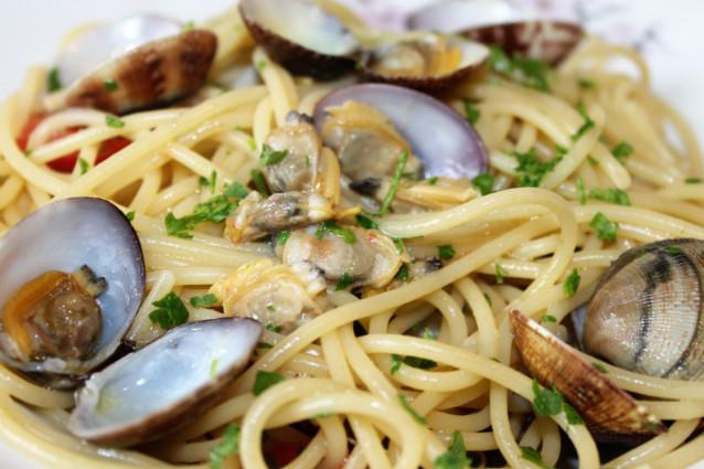 Spaghetti alle vongole: la ricetta con le vongole veraci