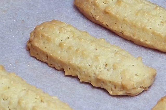 Biscotti da tè: la ricetta dei pasticcini di pasta frolla montata