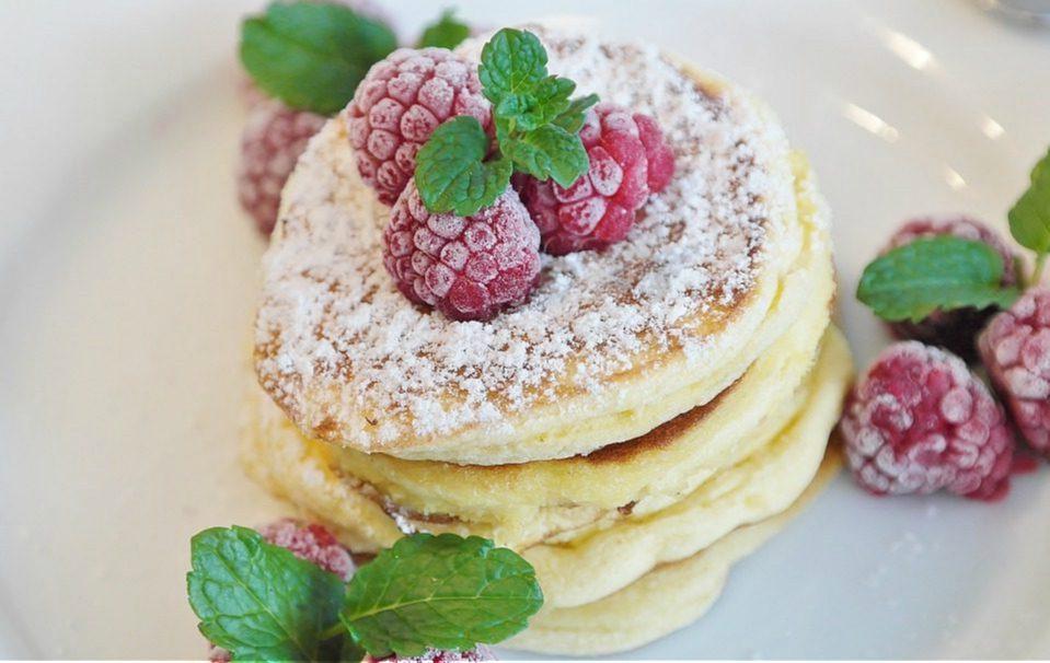 Pancake senza uova: la ricetta e i trucchi per prepararli morbidi e gustosi