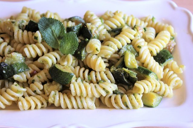 Pasta zucchine e tonno: la ricetta per un primo piatto fresco e veloce