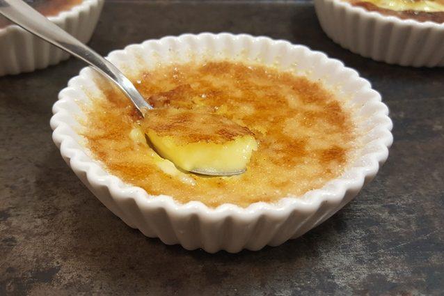 Crème brûlée: la ricetta per prepararla a casa
