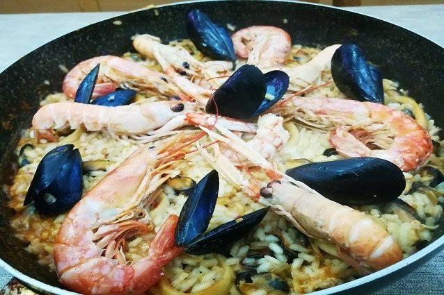 Paella de marisco: la ricetta originale della paella di mare o di pesce