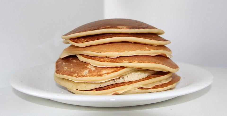 Pancakes senza latte: la ricetta delle frittelle per la colazione di Pasquetta