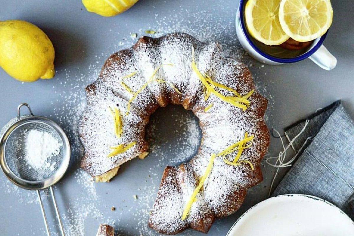 Ciambella al limone: la ricetta per prepararla soffice e umida in poco tempo