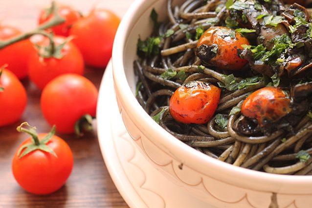 Spaghetti al nero di seppia: la ricetta del piatto di mare veloce da preparare