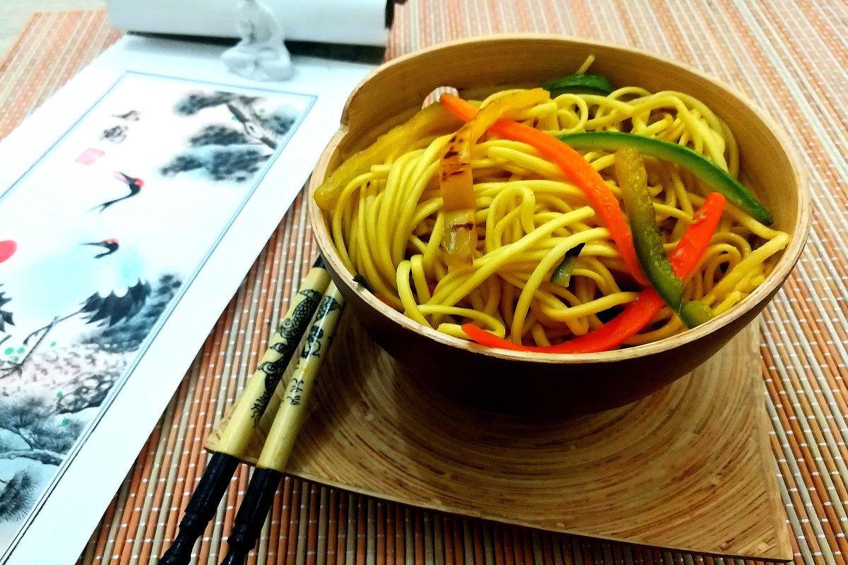 Noodles alle verdure: la ricetta degli spaghetti cinesi