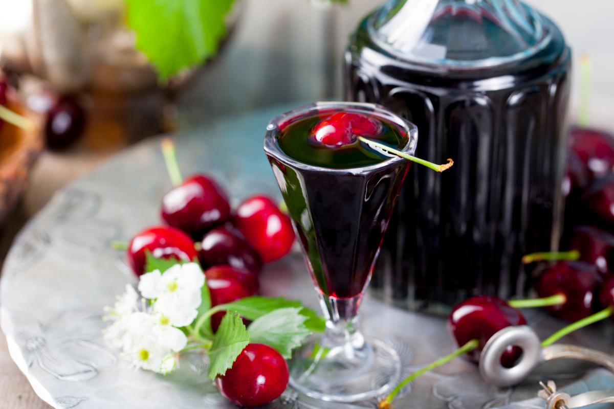 Liquore di ciliegie: la ricetta semplice per prepararlo a casa