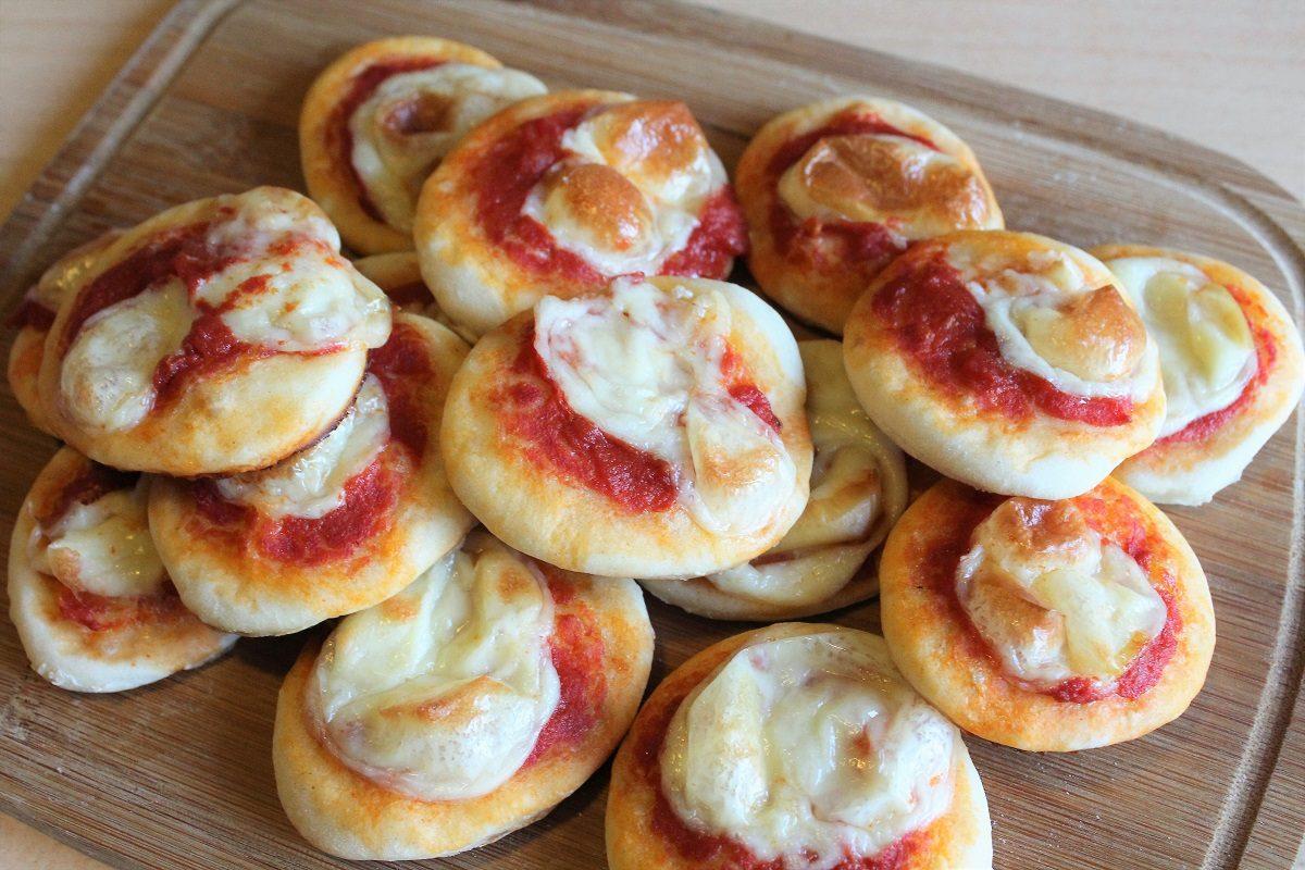 Pizzette da buffet: la ricetta facile per farle soffici