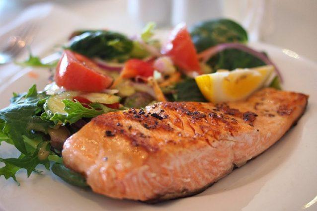 Ricette Salmone Dietetico.Salmone Al Forno La Ricetta Del Secondo Piatto Gustoso E Leggero