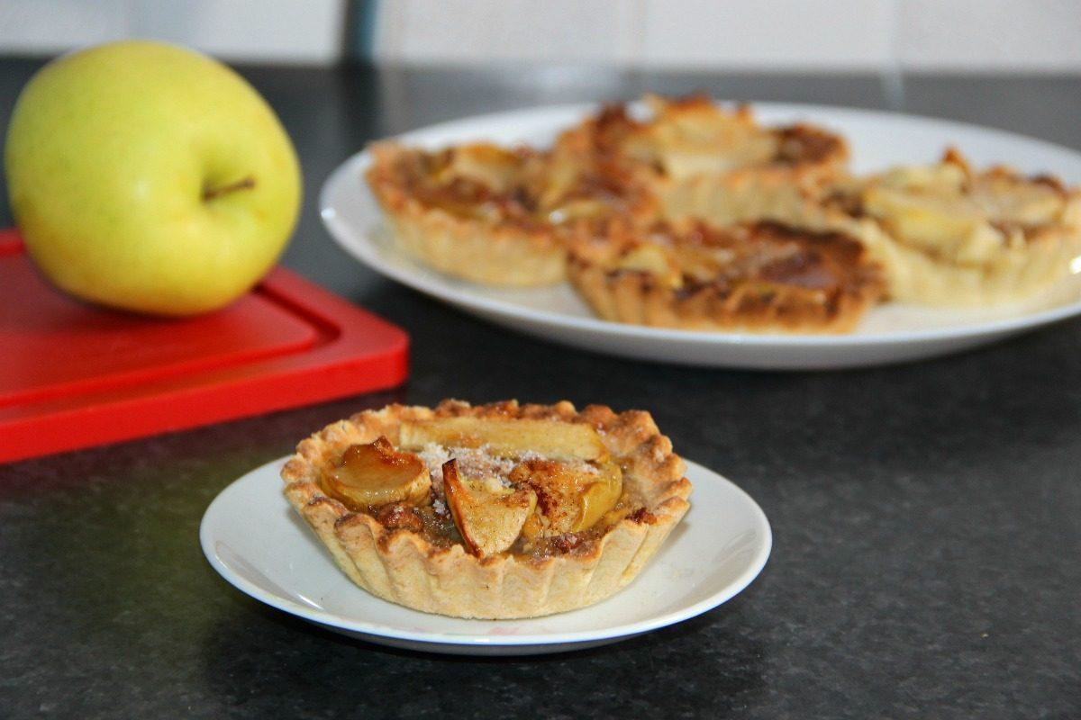 Crostatine di mele e cannella: la ricetta del dolce di fine pasto