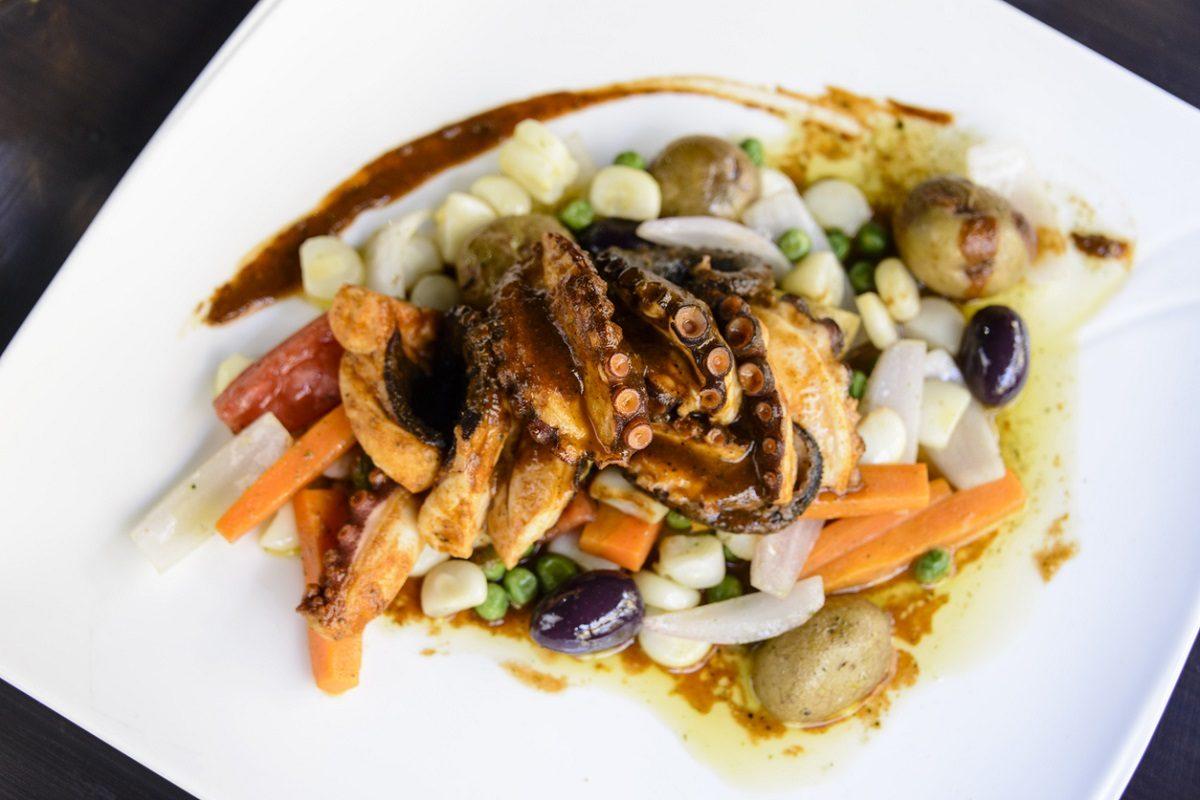 Polpo in caponata: la ricetta del piatto rustico al sapore di mare