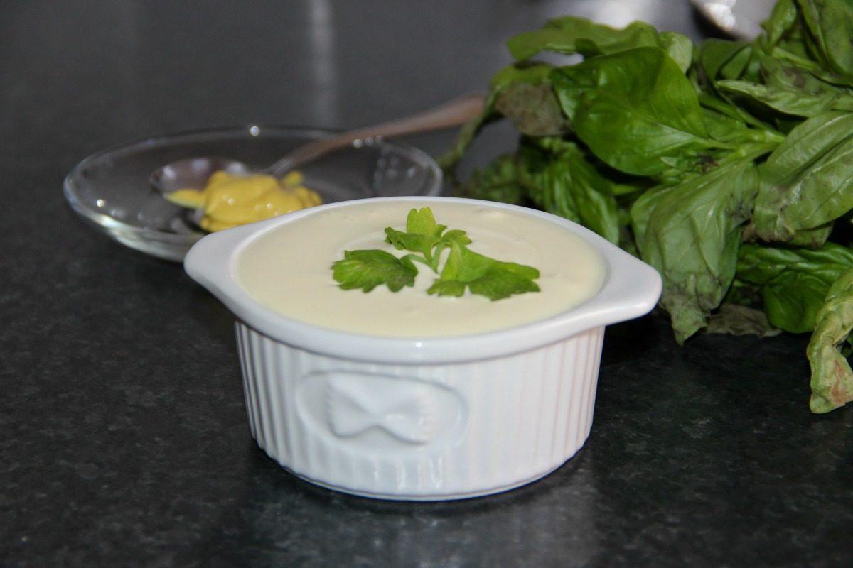 Maionese senza uova: la ricetta della salsa fatta in casa