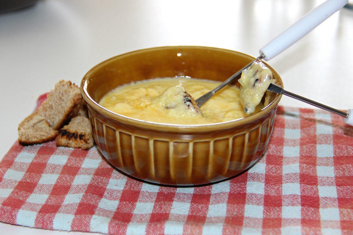 Fonduta di formaggio: la ricetta per farla perfetta