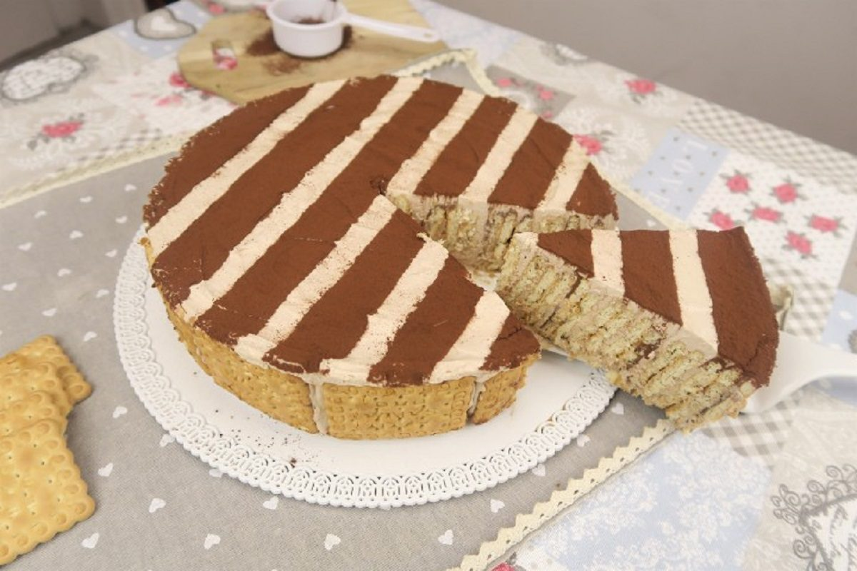 Torta di biscotti: la ricetta del dolce goloso senza cottura