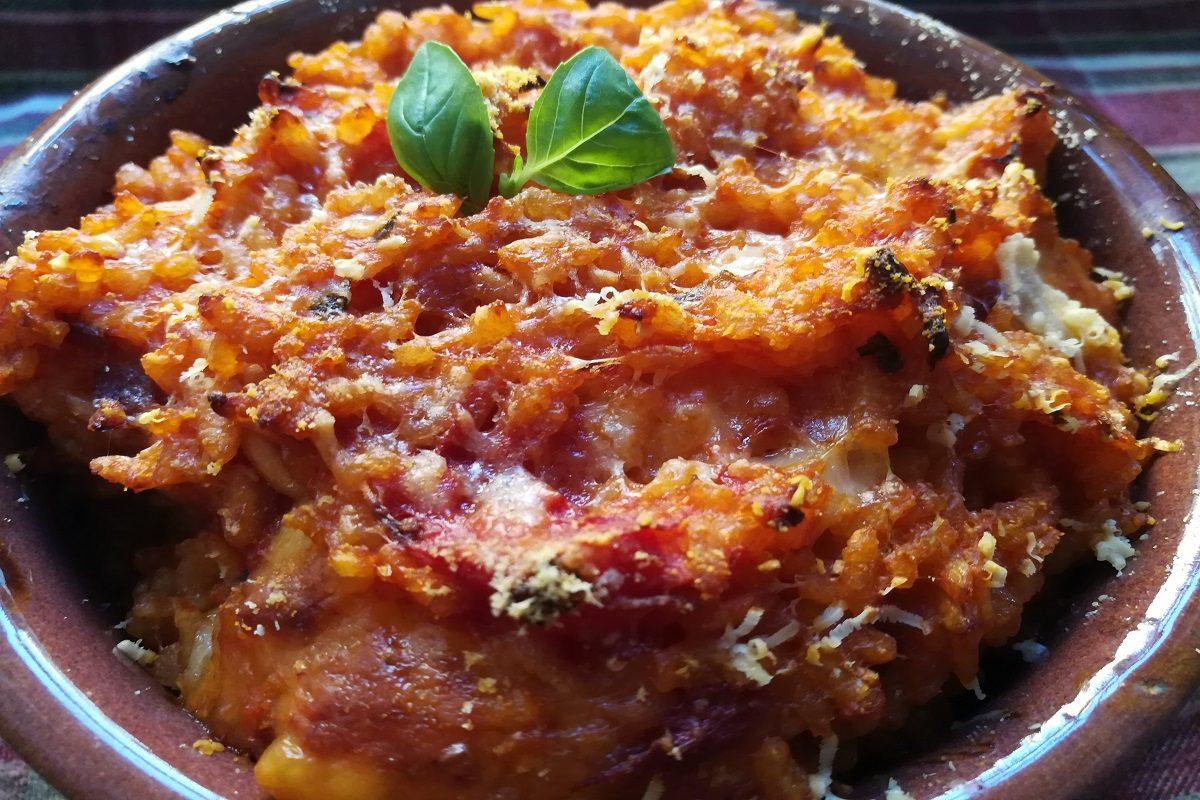 Riso al forno: la ricetta facile a base di pomodoro e mozzarella
