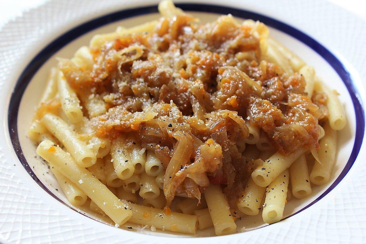 Pasta alla genovese: la ricetta originale napoletana