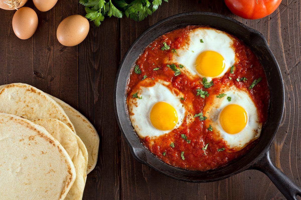 Uova in purgatorio: la ricetta del secondo piatto semplice e nutriente