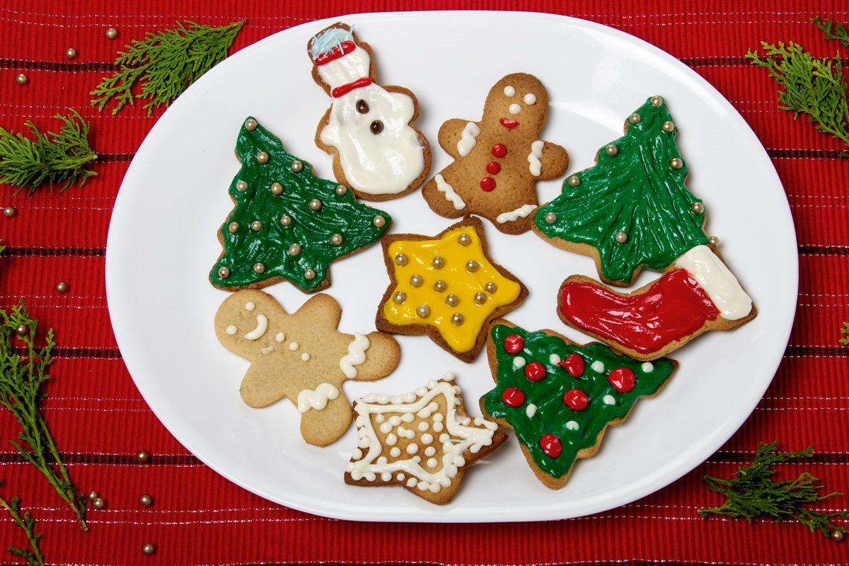 Biscotti natalizi da regalare: la ricetta dei dolci di Natale speciali facili da fare