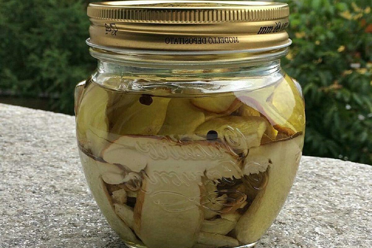 Funghi sott'olio: la ricetta della conserva semplice e gustosa