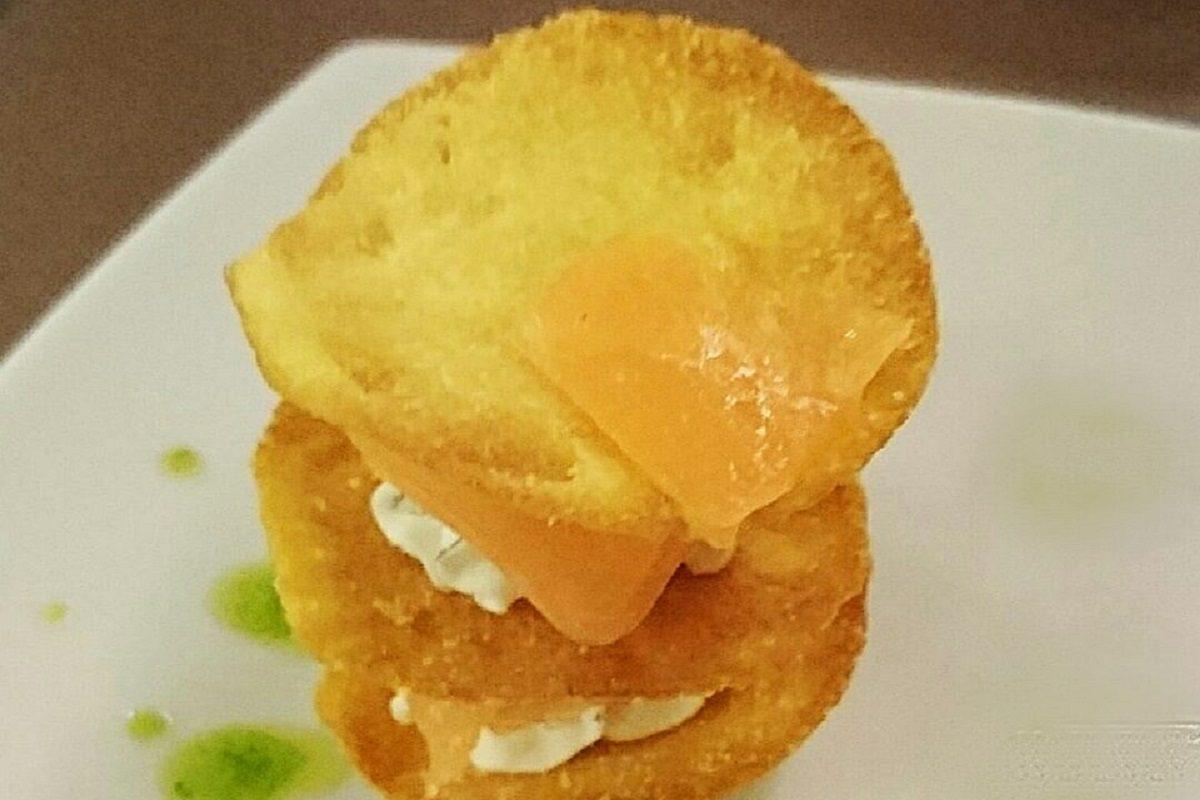 Millefoglie di patate e salmone: la ricetta dell'antipasto sfizioso e saporito