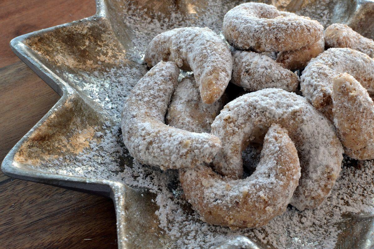 Vanillekipferl al cacao: la ricetta dei biscotti natalizi viennesi