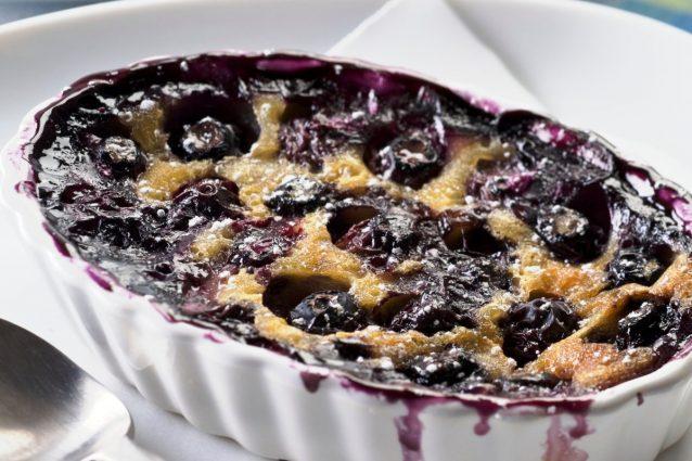 Clafoutis di mirtilli: la ricetta del dessert francese semplice e goloso