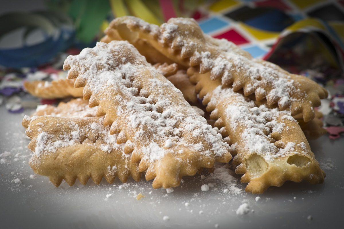 Crostoli veneti: la ricetta originale del dolce tipico della tradizione veneta