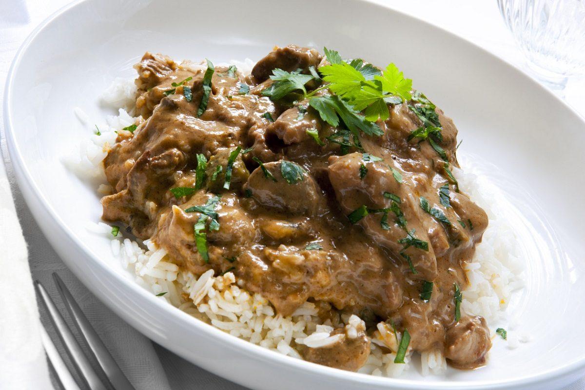 Manzo alla Stroganoff: la ricetta del secondo piatto di carne della cucina russa
