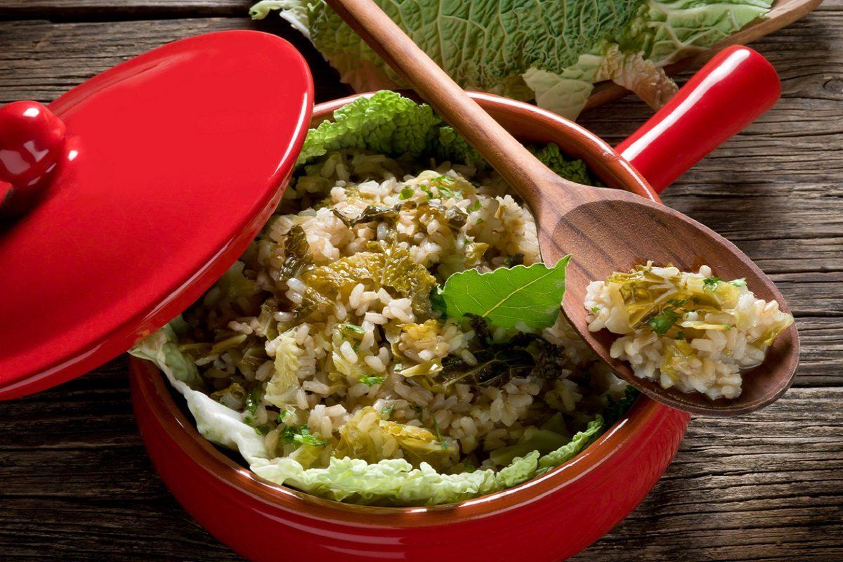 Risotto alla verza: la ricetta del primo piatto ideale per l'inverno
