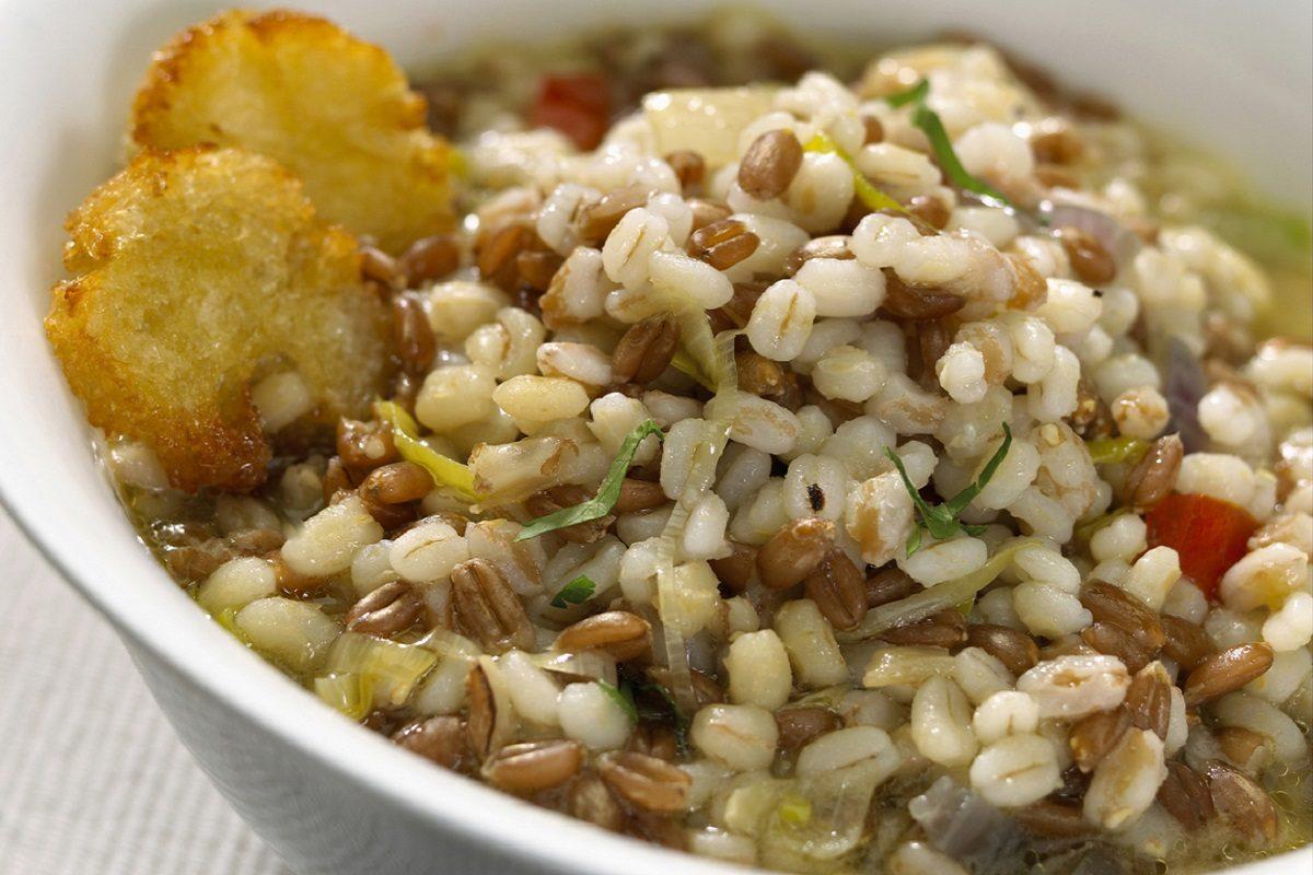 Zuppa d'orzo: la ricetta della minestra trentina gustosa e genuina