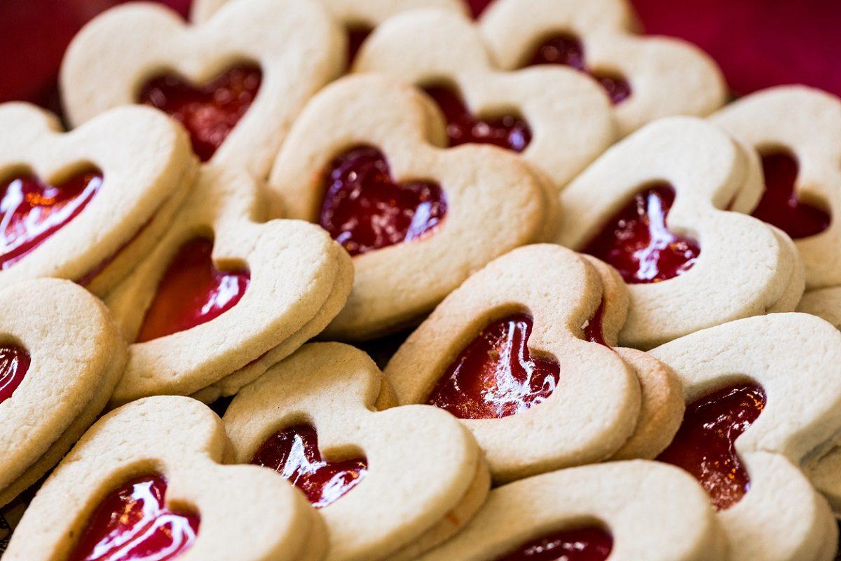 Biscotti di San Valentino: la ricetta dei dolcetti romantici facili da realizzare